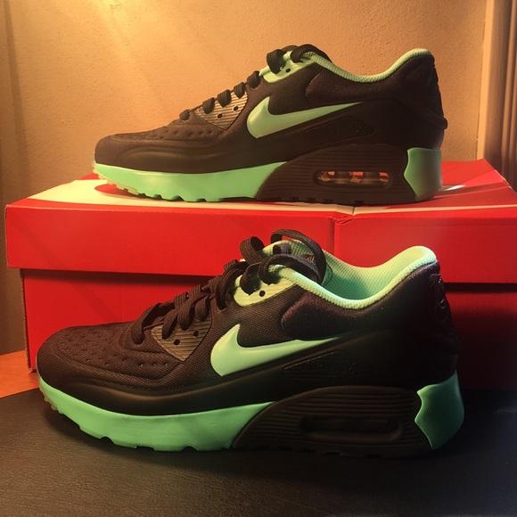 4468d8ee685 NIB - Nike Air Max 90 (Rare Colorway) NWT